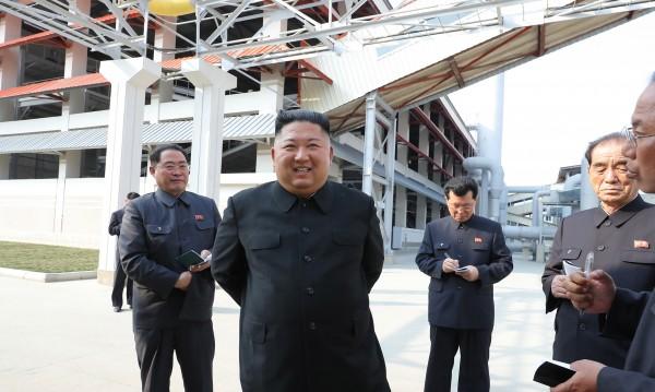 Използвал ли е Ким Чен Ун двойник за появата си преди дни?