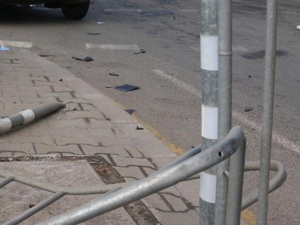 Автобус с военнослужещи удари лек автомобил на оживен булевард в