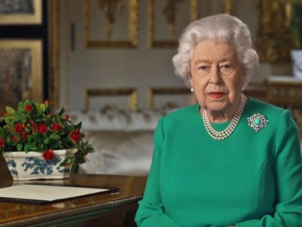 Британската кралица Елизабет Втора почете вчера загиналите във Втората световна
