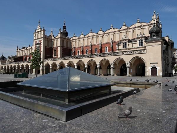 В Полша отложиха президентските избори за неопределено време, заради пандемията