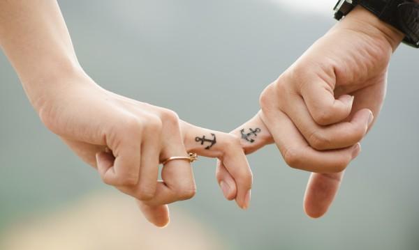 Топ 3 зодии, които си правят еднакви татуировки с гаджето
