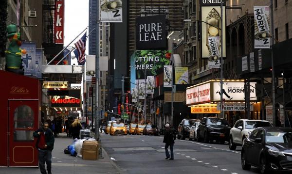 Театрите на Бродуей ще останат затворени поне до септември
