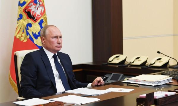 В пика на коронавируса Путин връща на работа милиони хора