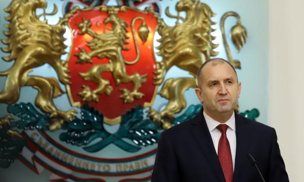 Румен Радев сезира КС за Закона за здравето