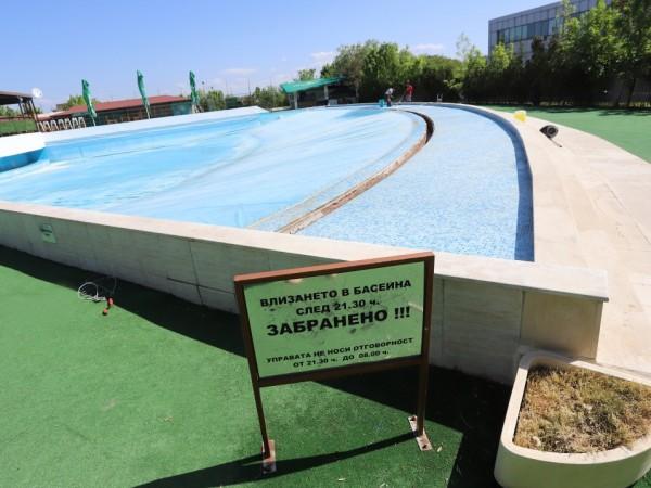 Собственици на откритите басейни трескаво се подготвят за предстоящото им