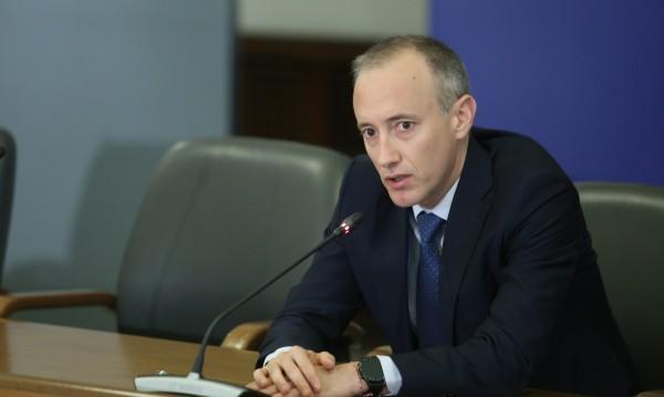 Министър Вълчев: Всяка грипна ваканция нататък ще е работа в електронна среда