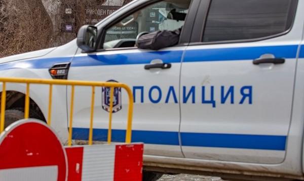 Дрогирана шофьорка се заби в къща и електрически стълб