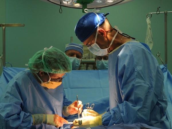 """Екип от водещи акушер-гинеколози в столичната МБАЛ """"Надежда"""" извърши уникална"""