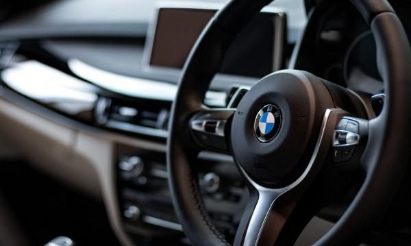 ТИР изпреварва BMW X6 с повече от 200 км/ч?