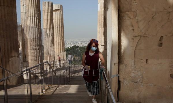 Гърция удължи задължителната карантина за идващите от чужбина
