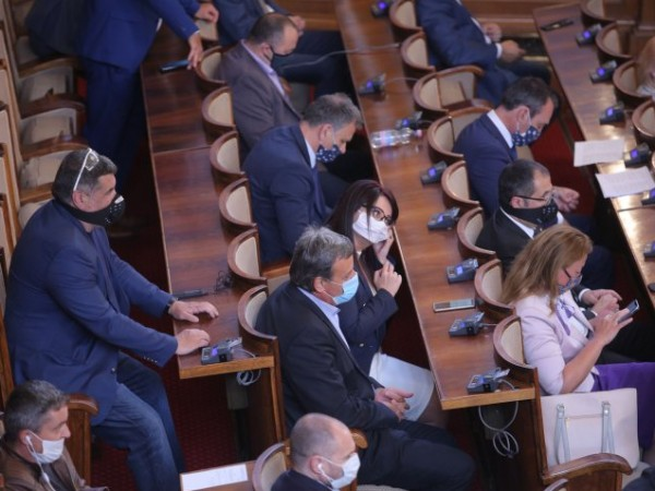 Министерски съвет да предложи спешна междуправителствена среща с Украйна за