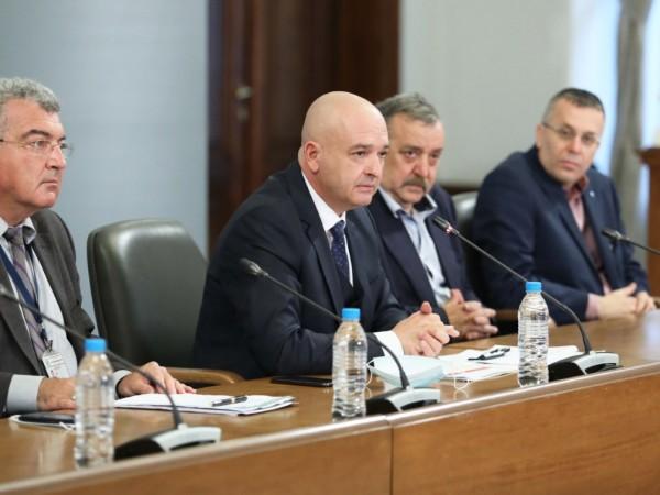 """""""България е в световния сценарий на пандемията, нищо по-особено не"""