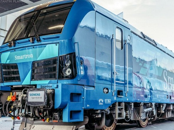 """Нови електрически локомотиви """"Сименс Смартрон"""" ще теглят точно след година"""
