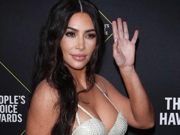 Ким Кардашиян за пореден път зарадва феновете си със секси