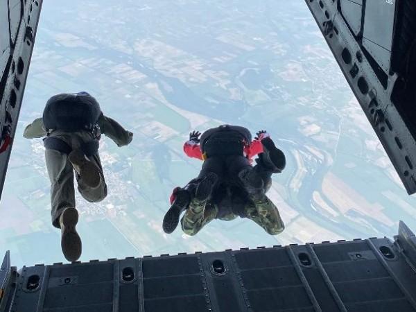 Започна парашутната подготовка в Българската армия. В нея взеха участие