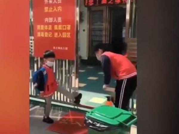 Децата в Китай отиват на детска градина при строги мерки