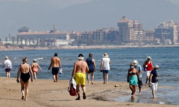 Дронове ще следят за дистанцията по плажовете в Испания