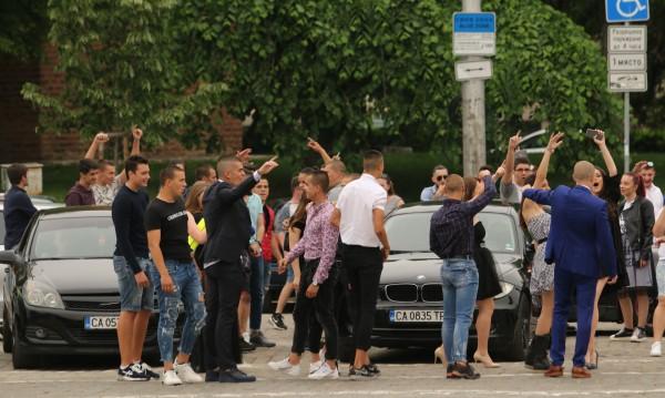 Засилен трафик и полицейски акции днес, ще се следят и абитуриентите