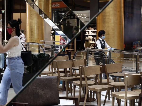 От понеделник ресторантите и кафенетата в Гърция ще отворят врати