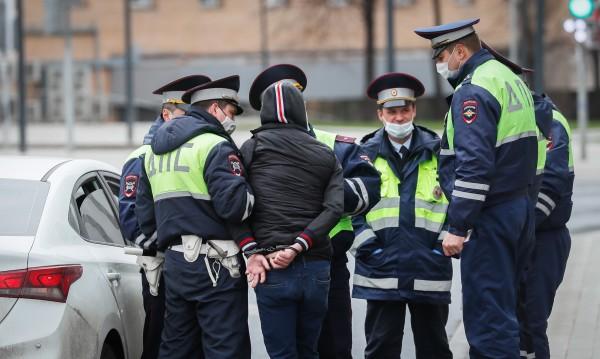 Взелият заложници в московска банка е бил пиян и дрогиран