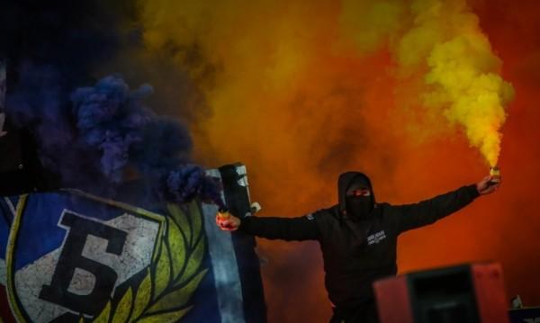 Левскарите празнуват на стадиона с впечатляваща заря