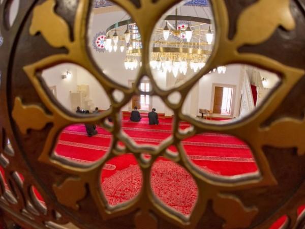 Над 570 000 български мюсюлмани отбелязват Рамазан Байрам. Рано сутринта