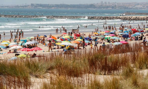 Плажовете в Европа отново са пълни – има ли притеснения?
