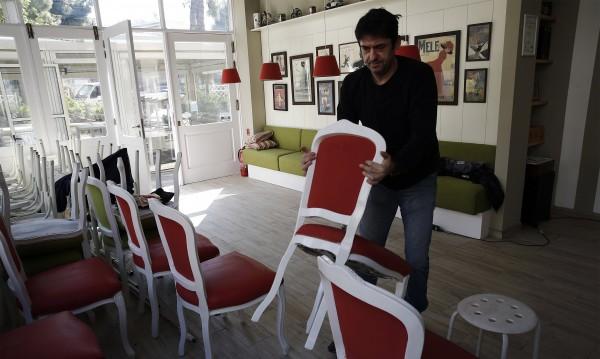 Отварят кафенетата и ресторантите в Гърция
