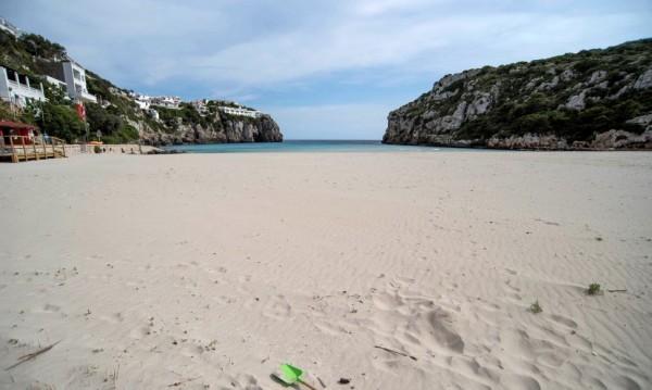 Плажовете в Испания отварят, има определени условия