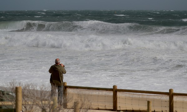 Мощна буря връхлетя Западна Австралия