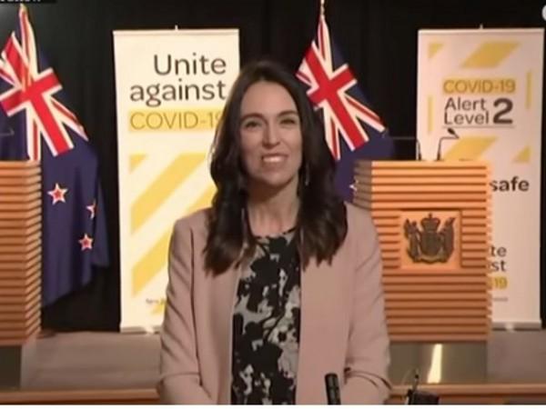 Министър-председателят на Нова Зеландия Джасинда Ардърн запази хладнокръвие по време