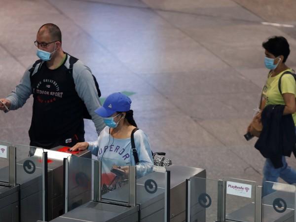 Испания ще вдигне задължението чуждите туристи да бъдат поставени под