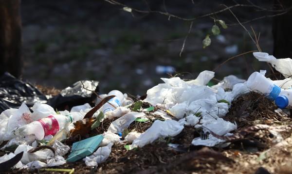 "Доброволци извадиха 140 чувала боклук от язовир ""Пчелина"""