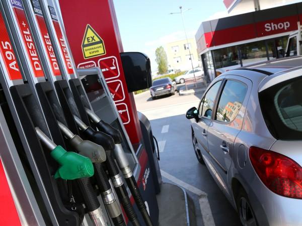 Ниската цена на бензина ще направи доста по-евтино пътуването до