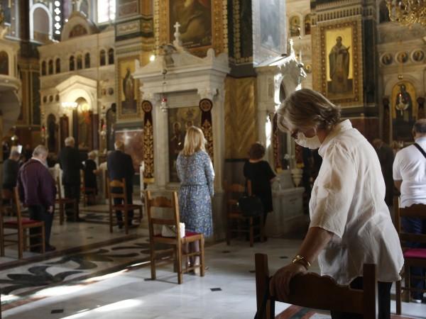 Църквите и манастирите в Гърция се подготвят тази вечер да
