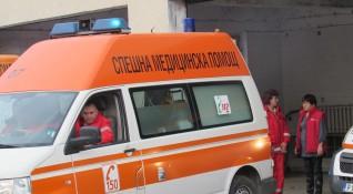 Шофьор бутна майка с малко дете във Варна и избяга