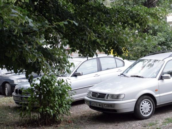 Инспектори от Столичен инспекторат подновяват проверките за паркирани автомобили върху