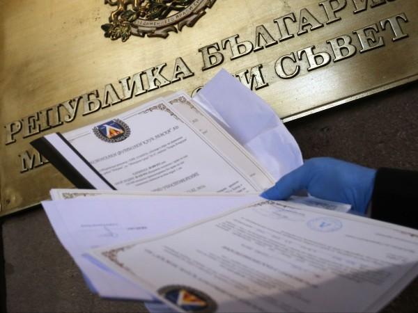 Васил Божков и Георги Попов ще дадат акциите на Левски