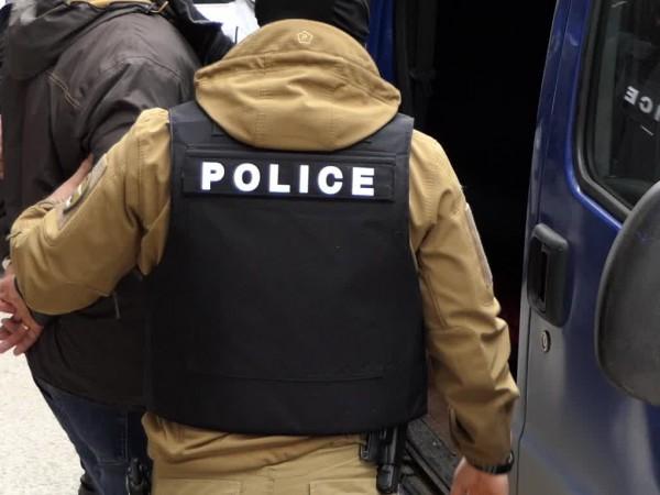 24-годишен мъж е задържан с обвинение за изнасилване на жена.