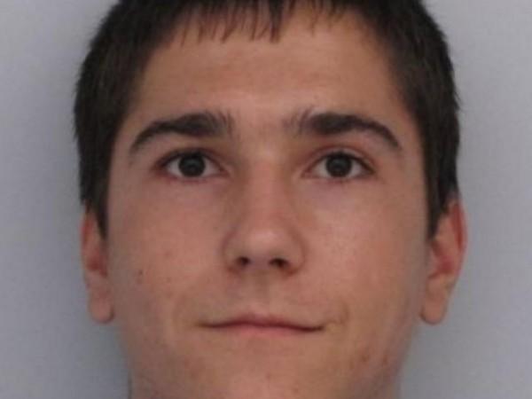 Полицията в Бургас издирва 28-годишния Жулиен Станимиров Костадинов от Царево.