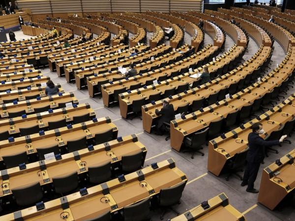 Мнозинството от евродепутатите възприемат навременните схеми за държавна помощ като