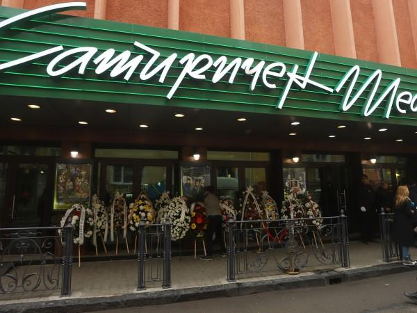 Театрите отново отварят врати, но при строги мерки за сигурност.