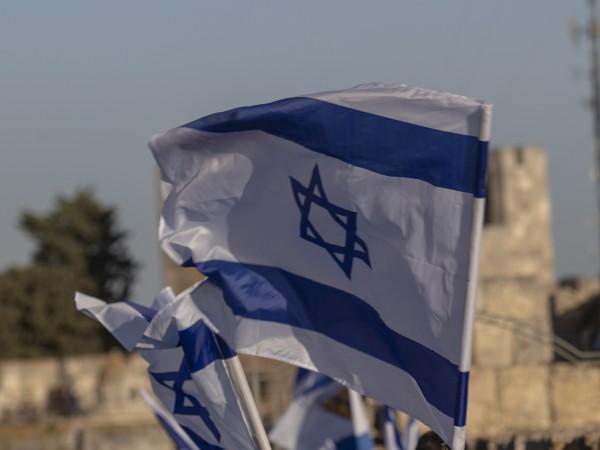 Ресторанти, барове и плувни басейни в Израел отвориха врати за