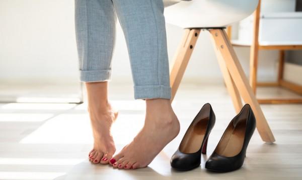 Как да се справите с лошата миризма на краката