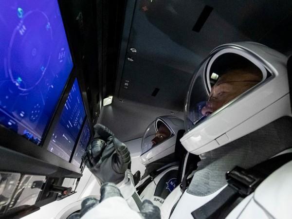 Преди няколко дни НАСА, съвместно със SpaceX трябваше да изпратят
