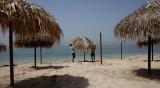 По двама под чадър в Гърция, без цигари на плажа в Турция