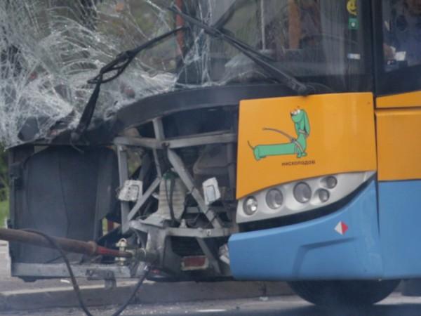 Верижна катастрофа между тролей по линия 6 и 6 автомобила