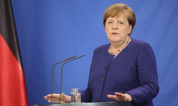 Меркел призова ЕС да вземе съдбата си в ръце