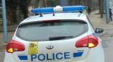 Бус удари отзад патрулка край ловешко село