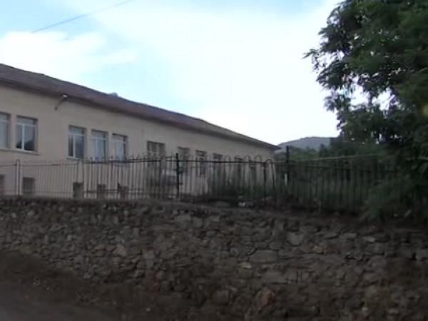 Жители на петричко село отново излязоха на протест пред общината.